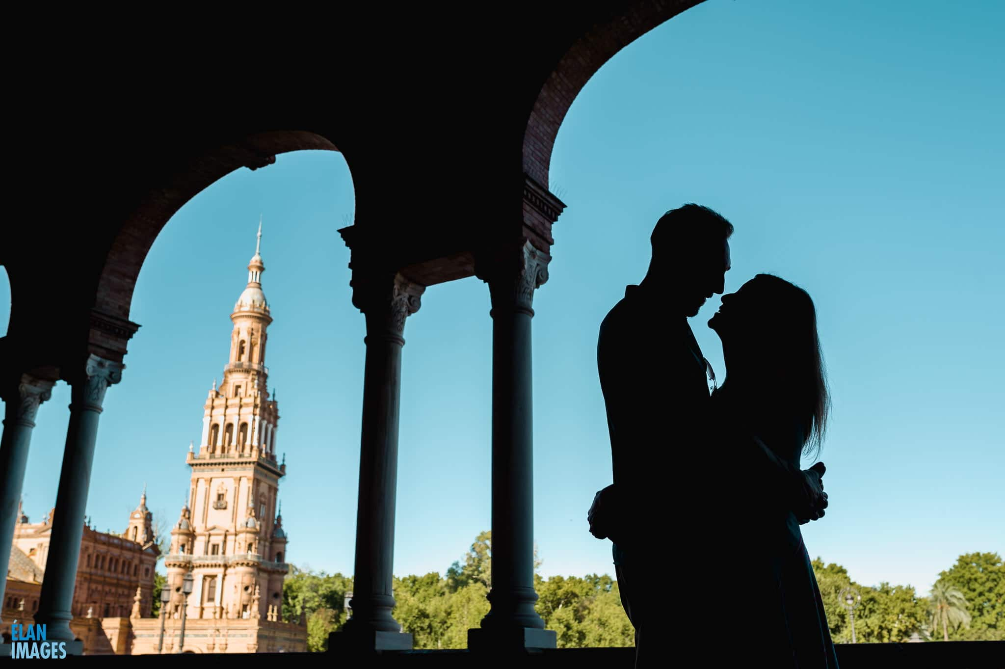 Engagement photos at the Plaza de Espania, Seville