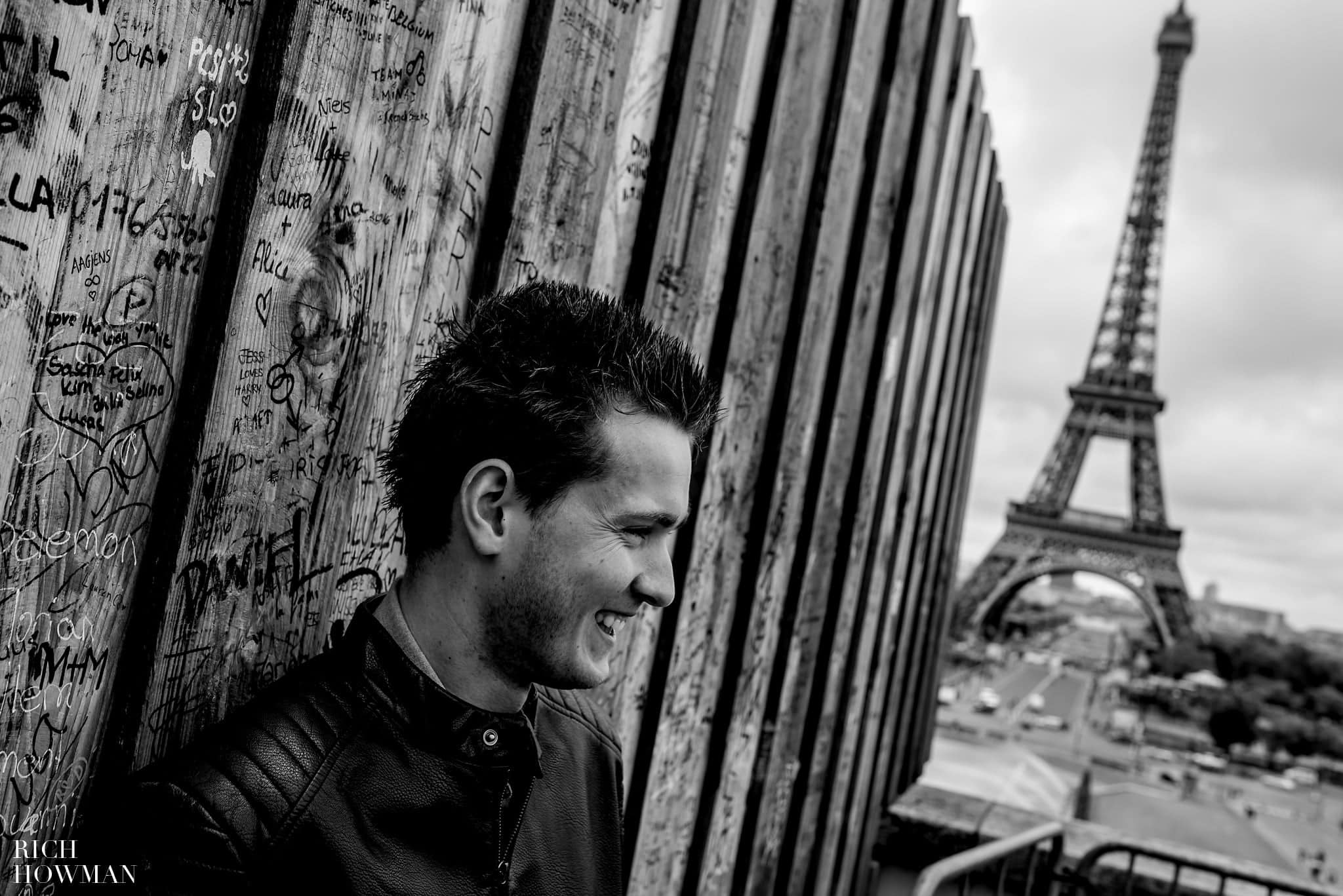Eiffel Tower engagment photo shoot