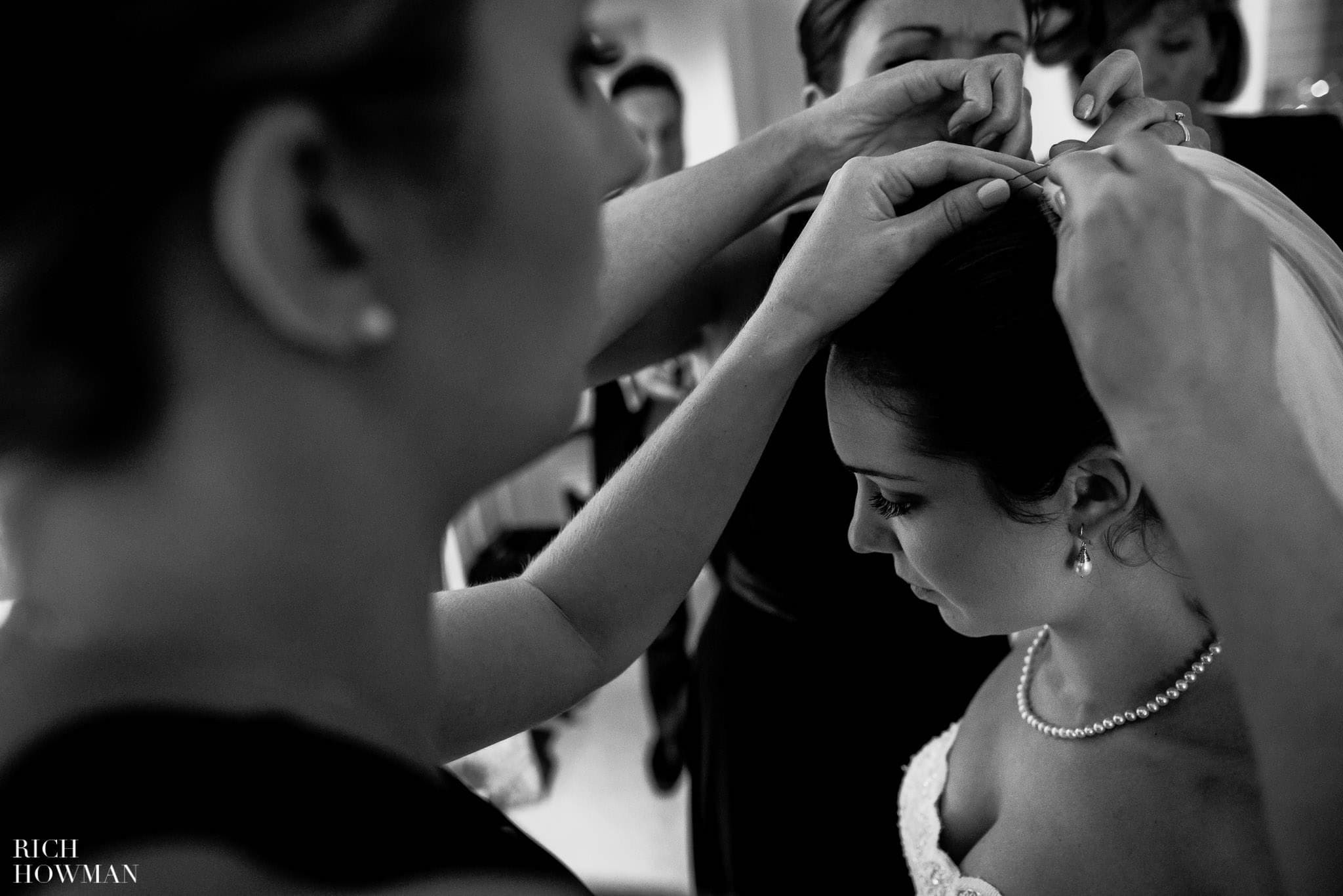 Attaching the veil to the bride