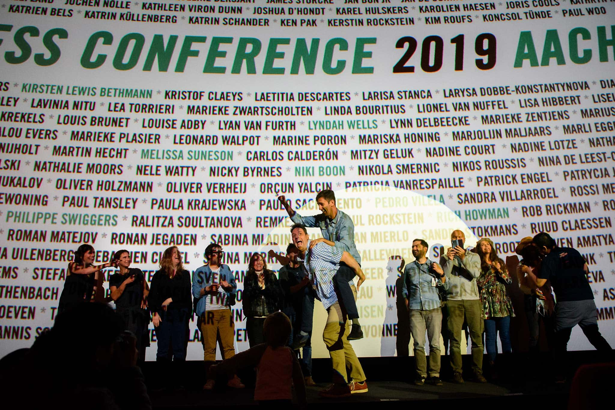 The final farewell! Speakers line up with Huy to thank everyone for coming to Fearless Conference 2019! Then my new 'brother from another mother', Pedro Viela, rides me across the stage!